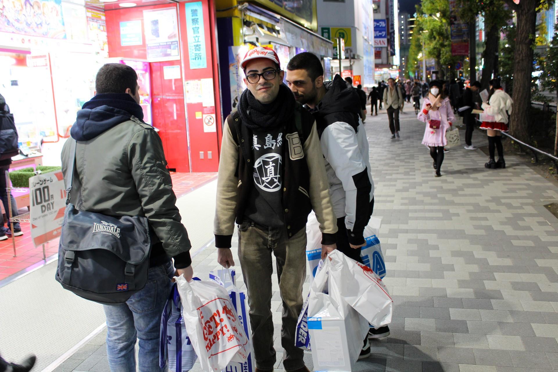 Lo sguardo di chi è amareggiato per aver perso 10.000 Yen ma allo stesso tempo soddisfatto per averne spesi il quadruplo. Povero Hiruma.