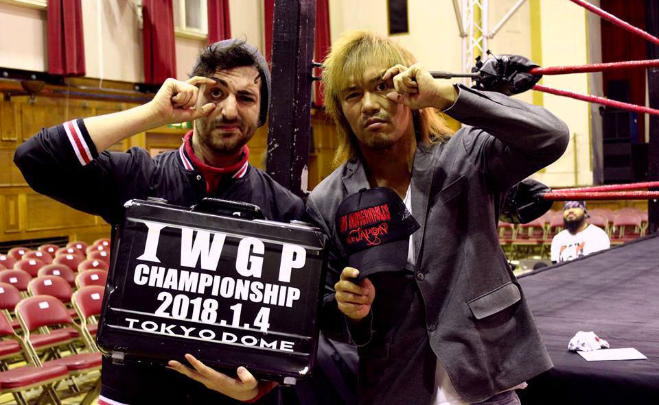 Vita in compagnia di Tetsuya Naito, wrestler della New Japan Pro Wrestling.
