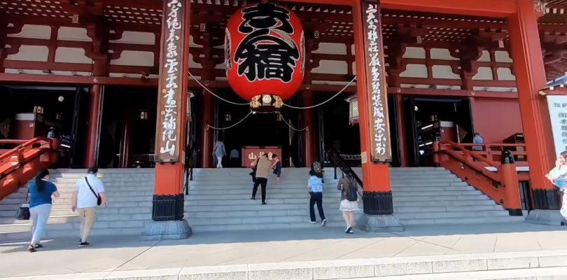 Le strade deserte di Asakusa e Shinjuku senza i consueti turisti